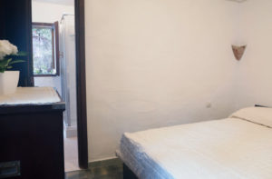 8.Ogni camera da letto è dotata di armadio a muro.